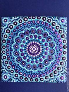 Купить или заказать Мандала 'Голубое и фиолетовое' в интернет-магазине на Ярмарке Мастеров. Работа выполнена с любовью в технике точечная роспись акриловыми красками на керамической плитке и уже готова украсить стены счастливого обладателя. Мандалы - это гармония, внутренняя тишина и покой. Если вам всего этого не хватает, эта работа для вас! Dot Painting, Beach Mat, Outdoor Blanket, Dots, Crafts, Pointillism, Mandalas, Handmade Crafts, Diy Crafts
