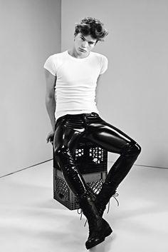 Leather Trousers Outfit, Pvc Trousers, Mens Leather Pants, Tight Leather Pants, Latex Men, Latex Suit, Lycra Men, Black Boys, Cool Street Fashion