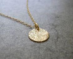 \Floret\ dainty gold necklace