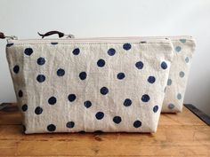 Hey, I found this really awesome Etsy listing at https://www.etsy.com/es/listing/185513418/navy-blue-polka-dots-pouch-zipper