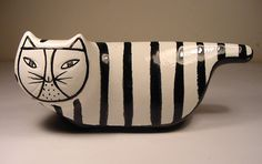 An unusual Baldelli ceramic cat bank Love this cat......CF