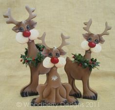 Resultado de imagen para paint colour ideas for a wooden christmas reindeer Wood Crafts, Christmas Crafts, Christmas Decorations, Christmas Ornaments, Reindeer Christmas, Christmas Clay, Christmas Projects, Wood Yard Art, Pintura Country