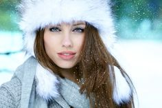 Expert Advice For Sensitive Skin Care In Winter ~ ♥Choose skincare products based on Thermal Water, Salt and Essential Trace Elements [Ionic Sodium, Potassium, Calcium, Copper] Cleansing Product: Organic Oatmeal and Honey. Avoid dry skin by cleaning face in the evening and washing face in the morning with warm water. Apply antioxidant serum before day cream. Use toner 2-3 times a week. #TunesSkinPH #RestoresElasticitySkin #ReducesDiscomfort
