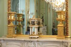 Pendule temple d'époque Louis XVI en marbre et bronze doré