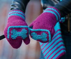 I LOVE these crochet mittens. I have so many color combination ideas.  Easy Crochet Mittens Pattern: Fetching Dog Mittens