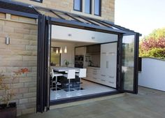 56 Ideas house glass extension modern conservatory for 2019 Orangerie Extension, Conservatory Extension, Conservatory Kitchen, Modern Conservatory, Orangery Extension Kitchen, Conservatory Lighting, Kitchen Patio Doors, Modern Patio Doors, Bi Folding Doors Kitchen