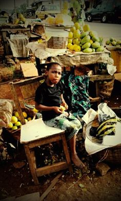 Petite vendeuse de fruits à Yaoundé-Cameroun