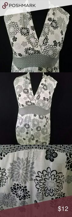 Very cute summer blouse Black and gray stylish blouse with flowered fabric. Designed with slendering waist band and a V neck. 95% rayon 5% spandex Merona Tops Blouses