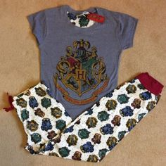 HARRY-POTTER-Hogwarts-Crest-Womens-PJS-Pyjamas-Set-Gryffindor-Slytherin-Primark