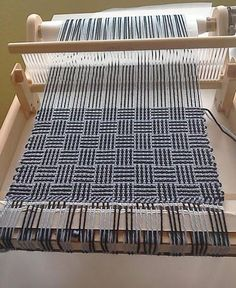 Loving my Rigid Heddle Loom – Fibrehut Limited Loom Weaving, Hand Weaving, Houndstooth Scarf, Hem Stitch, How To Make Scarf, Woven Scarves, Weaving Projects, Tidy Up, Weaving Patterns