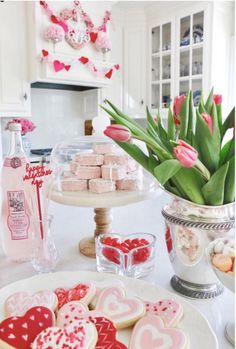 30 Amazing Valentine Kitchen Decorating Ideas - Valentine's Day gifts for your kitchen may not initially seem like the most fitting of gifts, but in reality kitchen gadgets make superb Valentine's d. Valentines Day Decorations, Valentines Day Party, Valentine Crafts, Happy Valentines Day, Valentines Day Tablescapes, Valentine Cookies, Valentine Ideas, Valentinstag Party, Valentine's Day Quotes