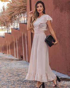 Image may contain: 1 person, standing Kurta Designs, Blouse Designs, Dream Dress, Dress Skirt, Casual Frocks, Looks Chic, House Dress, Dress Patterns, Designer Dresses