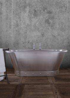 Industrious and strong steel is expertly used to form one of our latest baths: the Torino.  With studding inspired by military aircraft of old and with a contemporary brushed finish, it perfectly combines the old with a sleek and ultra-modern feel.