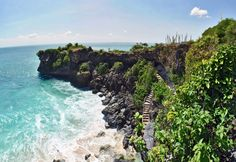 Clifftop view of Balangan Beach | © Everyone Sinks Starco / Flickr