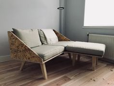 DIY OSB sofa Though ancient around notion, your pergola has become having a modern day Diy Couch, Diy Furniture Couch, Furniture Projects, Furniture Design, Osb Wood, Wooden Couch, Sofa Design, Interior Design, Deco Design