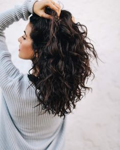 There's nothing like that fresh hair feeling For this hairstyle I used Daily Moisture Renewal Shampoo/Conditioner and styled it with their Style Series Maximum Hold Mousse to help keep my curls strong and moisturized in this LA heat! Haircuts For Curly Hair, Curly Hair Cuts, Short Curly Hair, Curled Hairstyles, Short Hair Styles, Formal Hairstyles, Medium Length Curly Hairstyles, Curly Lob Haircut, 1980s Hairstyles