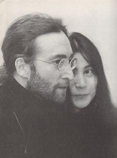 La esposa está atada durante todo el tiempo que su esposo vive. (1 Corintios 7:39) (Lennon & Ono She's kinda pretty here) SB