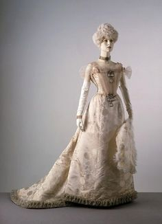 Evening dress, designed by Maison Laferrière, 1900.  This dress was worn by Princess Alexandra of Denmark (the future Queen Alexandra), who was considered to dress with exemplary taste.