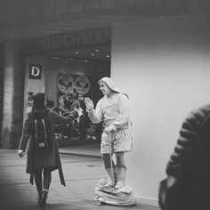 live of street  #Sony #A6000  #E 50mm f/4.5  1/250  #ISO100  #black&white  #LightroomCC  #Streetphoto #nofilter #medamedia by #damphotode #bw #streetphotography #sonyalpha  #photobook #schwarzweiß #blackandwhitephoto #picoftheday #instalike #instagood #like4like #photooftheday #flog #capture #moment #photography