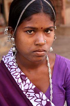 Adivasis & Tribals of Gujarat Indian Girl Bikini, Indian Girls, Tribal India, Tribal Images, Beautiful Dark Skinned Women, Indian Face, Indian Natural Beauty, Indian People, Beauty Around The World