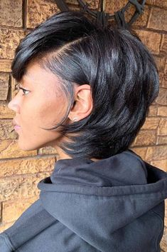 Layered Medium Bob Modern bob hairstyles for black women are nothing but stylishness and practicality rolled into one! See how variously you can sport them: lots of short, medium, and shoulder length layered haircuts for natural and curly hair are here! Sew In Bob Hairstyles, Modern Bob Hairstyles, My Hairstyle, Hairstyle Ideas, Layered Bob Hairstyles For Black Women, Black Girl Bob Hairstyles, Bob Haircuts, African Hairstyles, Black Layered Bob Hairstyles