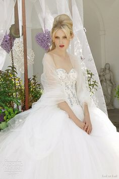 Emé di Emé Wedding Dresses 2012 — Provençal Atmosphere Bridal Collection | Wedding Inspirasi