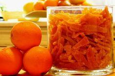 Αποθηκεύστε φαγητά σε γυάλινα βαζάκια με τις παλιές μακεδονίτικες μεθόδους και φτιάξτε ένα εξαιρετικό γλύκισμα με τις φλούδες πορτοκαλιού που κανονικά θα πετάγατε. Greek Beauty, Greek Recipes, Kitchen Hacks, Preserves, Food And Drink, Sweets, Cookies, Canning, Fruit