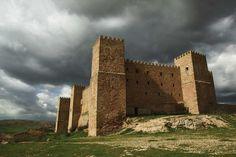 Los pueblos medievales más bonitos de España: Sigüenza (Guadalajara): un pimponente castillo convertido en parador.