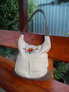 Richter / Vyšívaná taška Handmade Bags, Fashion, Moda, Handmade Handbags, Fashion Styles, Fashion Illustrations, Homemade Bags