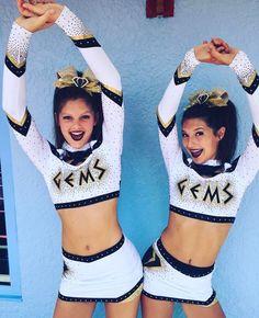 Cheerleading Tryouts, Cheer Stunts, Football Cheerleaders, Cheer Team Pictures, Cheerleading Pictures, Softball Pics, Cheer Picture Poses, Cheer Poses, All Star Cheer Uniforms