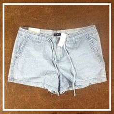 NWT Linen Jean Style Drawstring Blue Chic Shorts These chic, linen, jean style, Gap shorts are perfect for staying trendy! They look like a light jean but are a nice linen like fabric. They have drawstrings and are a size 10! These are gorgeous shorts and have never been worn! Perfect condition! Check them out! GAP Shorts