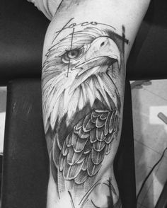 Foco #electricink #everlast #eagle #eagletattoo #aguiatattoo #art #linework #linetattoo #lincoln #obstattoopub #equilattera #tattoo2us #tattoo2me #tattrx #tattoos_of_instagram #trendstattoo #blacktattooing
