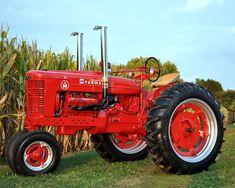1950 Farmall M custom built 392 International Built by Mark Bennett with help from Sam Richter at Skips Repair also from Hamburg Michigan. Big Tractors, Case Tractors, John Deere Tractors, New Tractor, Tractor Mower, Farmall Tractors, Ford Tractors, Antique Tractors, Vintage Tractors
