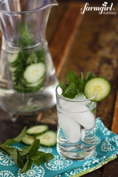 Cucumber and Fresh Mint Infused Water via @Brenda Score | a farmgirls dabbles