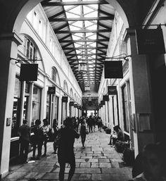 """#london #england #greatbritain #unitedkingdom #coventgarden #moment #people #shopping"""