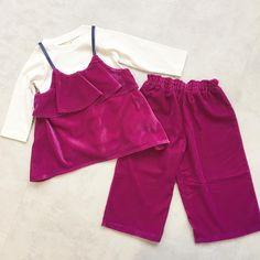 ベロア素材はこの秋着たいアイテム色んなアイテムと合わせてコーディネートのポイントに✨セットアップにして着てももちろん素敵ですヨ 左:ベロアペプラムキャミ&ロンTセット ¥3240 サイズ80〜130 右:ベロアワイドパンツ ¥3240 サイズ80〜130 #プティマイン #petitmain #kidswear #kidsstyle #kidsfashion #子ども服 #ベロア