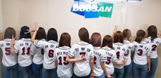 [📷] 2018 신한은행 MYCAR KBO리그 두산 베어스의 경기에 참여한 쿠라와 원영이의 두근두근 첫 시구와 시타💕⚾ 공연까지 감사한 하루였습니다! #IZONE #아이즈원 #アイズワン American Teen, Korean American, My One And Only, 3 In One, Twitter Update, Ara, Yu Jin, Japanese Girl Group