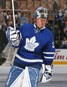 Frederik Andersen of the Toronto Maple Leafs salutes the crowd after being named the star against the Boston Bruins in an NHL game on October 2016 at the Air Canada Centre in Toronto, Ontario, Canada. The Leafs defeated the Bruins Flyers Hockey, Hockey Goalie, Hockey Players, Ice Hockey, Hockey Girls, Hockey Mom, Hockey Stuff, Patrick Kane Hockey, Maple Leafs Hockey