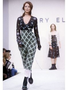 Introducing the 25 most memorable fashion moments of the '90s: Marc Jacobs for Perry Ellis Grunge Collection (1992)