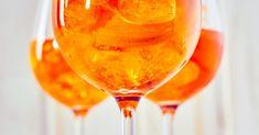 Rezept für Spritz, den italienischen Cocktail mit Bitterorange La recette du Spritz, le Cocktail Italien à l& amère Vodka Drinks, Cocktail Drinks, Alcoholic Drinks, Drinks Alcohol, Beverages, Orange Vodka, Orange Drinks, Spritz Cocktail, Italian Cocktails