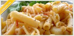 La ricetta della pasta e patate nella sua versione napoletana, con l'aggiunta di provola fresca filante che renderà omogenei tutti i sapori.