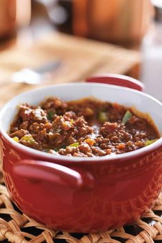 Game Day Chili- our family favorite chili recipe. It's hearty and filling, and filled with meat, beans, DIY chili seasoning and just plain goodness. Slow Cooker Chili, Slow Cooker Recipes, Crockpot Recipes, Cooking Recipes, Healthy Recipes, Favorite Chili Recipe, Favorite Recipes, Chili Recipes, Soup Recipes