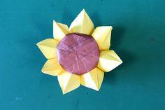 "Origami ""sunflower 3D ver."" 折り紙「立体的なひまわり」折り方 - YouTube"