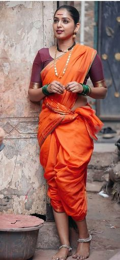 Beautiful Girl In India, Beautiful Girl Photo, Beautiful Saree, Kashta Saree, Saree Poses, Indian Photoshoot, Saree Photoshoot, Beauty Full Girl, Beauty Women