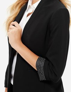 A modern lapel-less design wears with clean, no-frills ease!