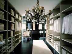dressing room/walk in wardrobe/ closet