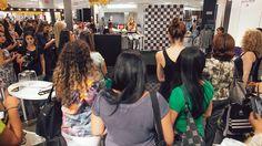 Há alguns dias fui bater um papo com as clientes da C&A , no evento #CartãoCeaVip, realizado no Shopping Ibirapuera, sobre as principais tendências para o nosso Inverno e que já estão nas lojas. São várias novidades de tendência, que foram mostradas nos desfiles de moda de inverno internacionais e nacionais que a C&A trouxe …