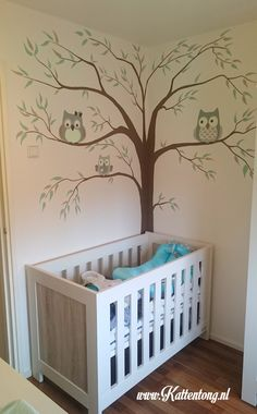 Kattentong | portfolio Baby Bedroom, Baby Room Decor, Wall Painting Decor, Wall Decor, Baby Zimmer, Wall Drawing, Baby Cribs, Cartoon Wallpaper, Wall Design