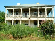 Abandoned Alabama Antebellum Homes | Abandoned antebellum house in Cuthbert, Georgia | Flickr - Photo ... Old Southern Homes, Southern Plantation Homes, Southern Plantations, Plantation Houses, Southern Comfort, Southern Belle, Antebellum Homes, Georgia Homes, Sweet Home