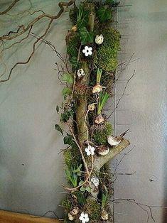 Many original ideas for creating fantastic trees for Easter. Deco Floral, Arte Floral, Floral Design, Outdoor Christmas Decorations, Christmas Diy, Oster Dekor, Outdoor Garden Statues, Decoration Plante, Diy Decoration